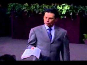 Pastor Cash Luna – De La Persecucion a la Victoria
